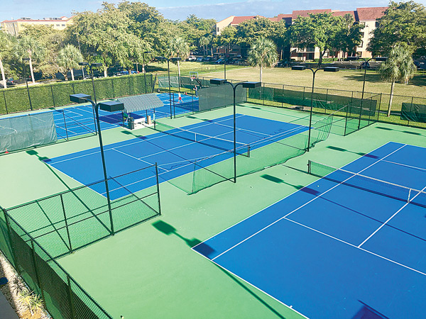 Outdoor Tennis Courts at Shula's Athletic Club